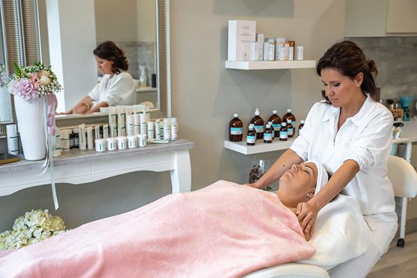 Ki vár rád a Mengalír beauty kozmetikai stúdióban, Balatonalmádiban?